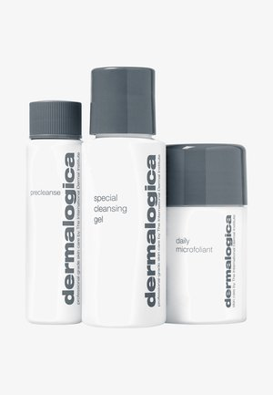 CLEANSE & GLOW TO GO - Skincare set - -
