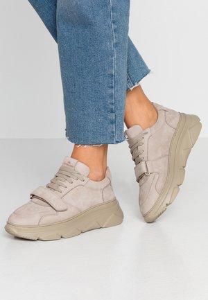 CPH41 - Sneakers laag - stone