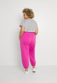 Nike Sportswear - Pantalones deportivos - active fuchsia/white - 2