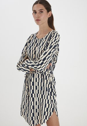 IHCASS DR2 - Day dress - total eclipse