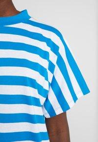 Won Hundred - BROOKLYN STRIPE - Print T-shirt - imperial blue / white - 5