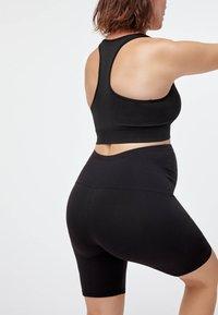 OYSHO - MATERNITY COMFORT - 3/4 sportovní kalhoty - black - 2
