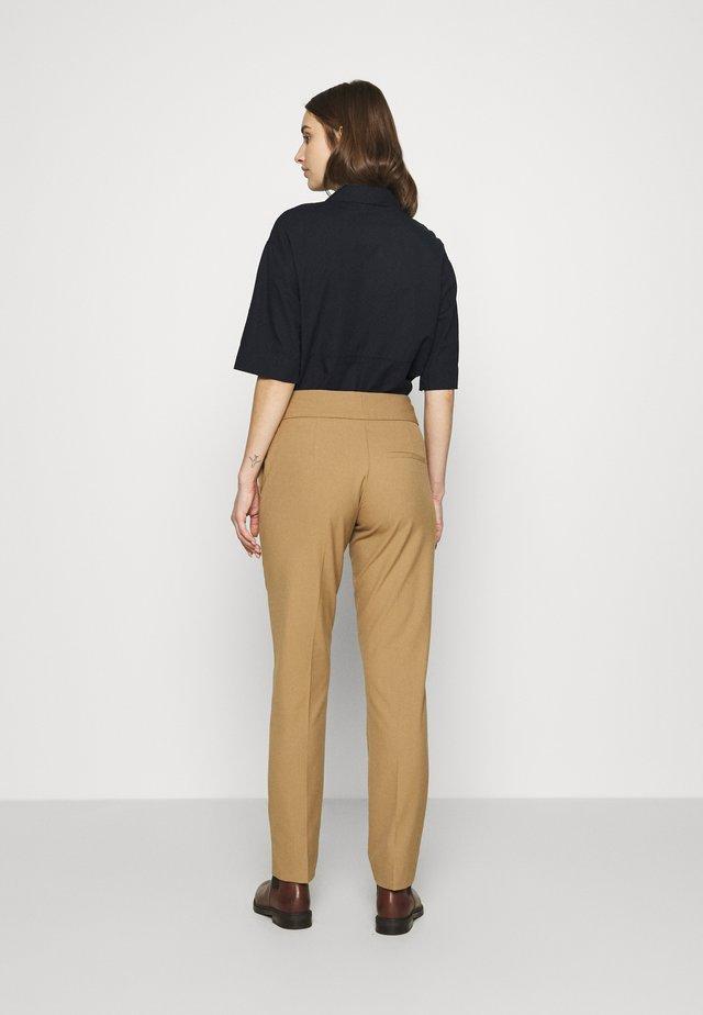 SLFFIE PANT - Spodnie materiałowe - tigers eye