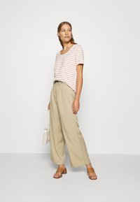 Banana Republic - WIDE LEG PLEATED PANT - Kalhoty - light sand dune - 1