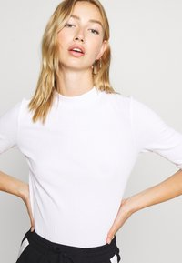 Monki - SABRINA 2 PACK - T-shirt basique - black/white - 3