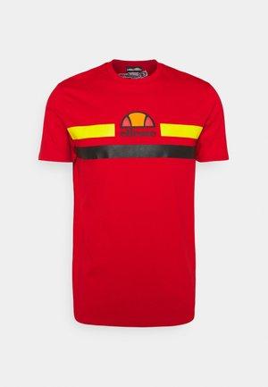 APRELA TEE - Print T-shirt - red/black