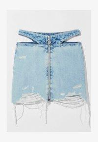 Bershka - MIT REISSVERSCHLUSS UND CUT-OUTS  - Gonna di jeans - blue denim - 4