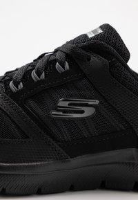 Skechers Wide Fit - SUMMITS WIDE FIT - Sneakers laag - black - 2