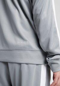 Nike Sportswear - Verryttelytakki - particle grey/white/black - 5