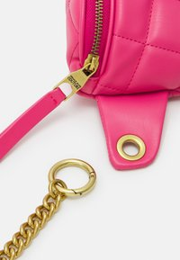 Versace Jeans Couture - QUILTED BELTBAG - Bum bag - paradise - 3