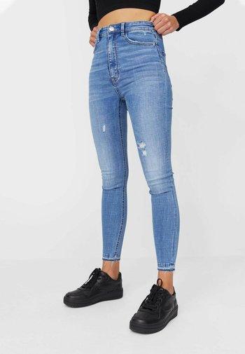 MIT SEHR HOHEM BUND UND KNOPFLEISTE  - Jeans Skinny Fit - light blue