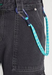 Tommy Jeans - SCANTON CARGO - Jeans straight leg - save black rigid - 5