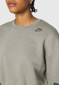 Nike Sportswear - CREW - Sweatshirt - light army/cargo khaki - 5