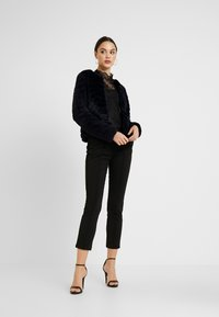 Vero Moda - VMBROOKLYN SHORT JACKET - Vinterjakker - night sky - 1