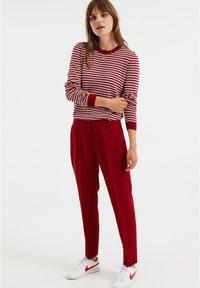 WE Fashion - Kangashousut - red - 1
