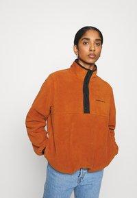 Carhartt WIP - Fleece jumper - cinnamon/black - 0