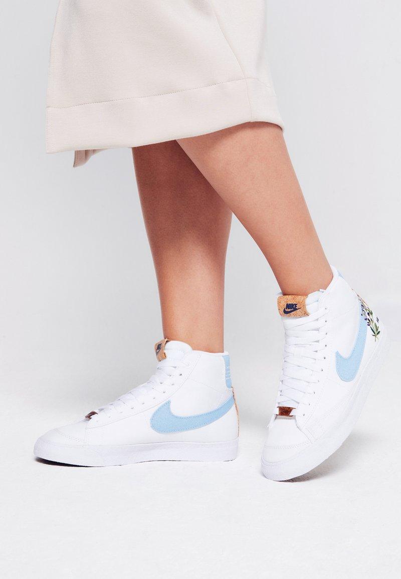 Nike Sportswear - BLAZER MID '77  - Sneakers hoog - white/obsidian/multicolor