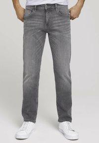 TOM TAILOR - TAVIS REGULAR  - Straight leg jeans - used light stone grey denim - 0