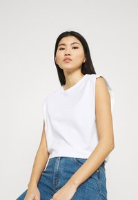 Stylein - JOUE - Jednoduché triko - white - 3
