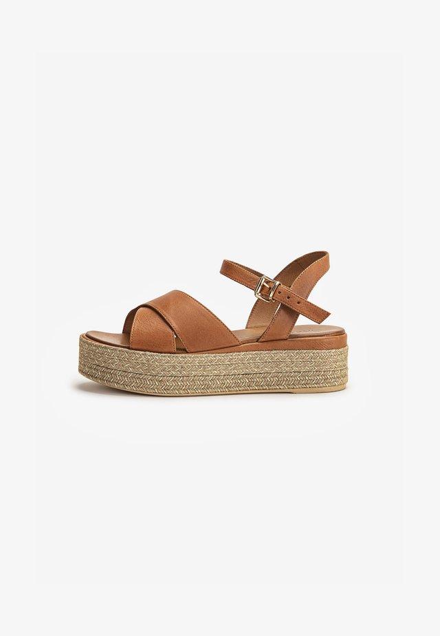 Sandalen met plateauzool - coconut ccn