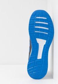 adidas Performance - RUNFALCON - Zapatillas de running neutras - grey six/true blue - 4