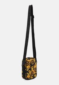 Versace Jeans Couture - UNISEX - Across body bag - black/gold - 3
