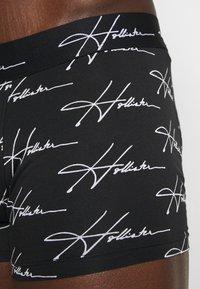 Hollister Co. - SINGLE PATTERN CONVO  - Pants - black - 2