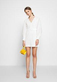 Glamorous - LONG SLEEVE BRODERIE DRESS WITH BELT - Vestido informal - white / black - 1