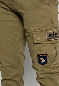 Alpha Industries - PETROL PATCH - Cargo trousers - oliv - 4
