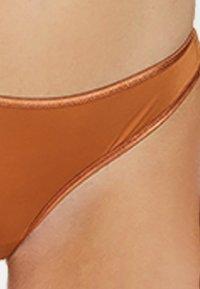 Sapph - String - brown - 3