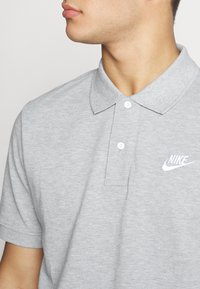 Nike Sportswear - MATCHUP - Polotričko - grey heather/white - 4