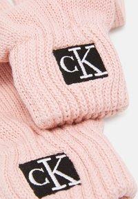 Calvin Klein Jeans - MODERN ESSENTIALS GLOVES UNISEX - Gants - pink - 2