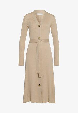 Pletené šaty - cedar wood