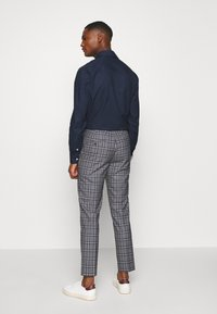 Burton Menswear London - GREY NAVY TARTAN TROUSERS - Kostymbyxor - grey - 2