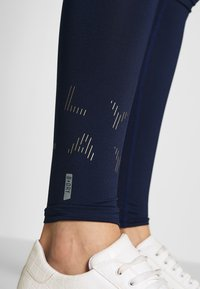 ONLY PLAY Tall - ONPMILEY TRAINING TIGHTS TALL - Leggings - maritime blue/white gold - 5