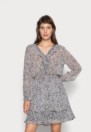 DRESS RUFFLES SMOCKING CHEETAH - Jurk - grey