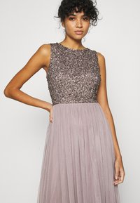 Lace & Beads - PICASSO MAXI - Occasion wear - lilac - 3