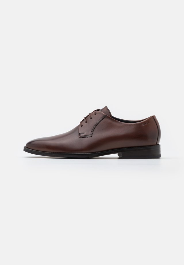 PHILEMON LACE UP - Eleganckie buty - brown