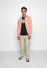 Nike Sportswear - HOODIE - Sudadera con cremallera - pink quartz - 1