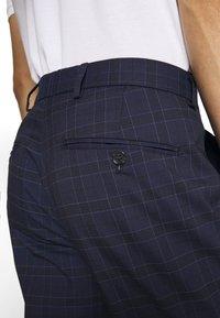 Selected Homme - SLHSLIM KYLELOGAN  - Trousers - navy blue/light blue - 3