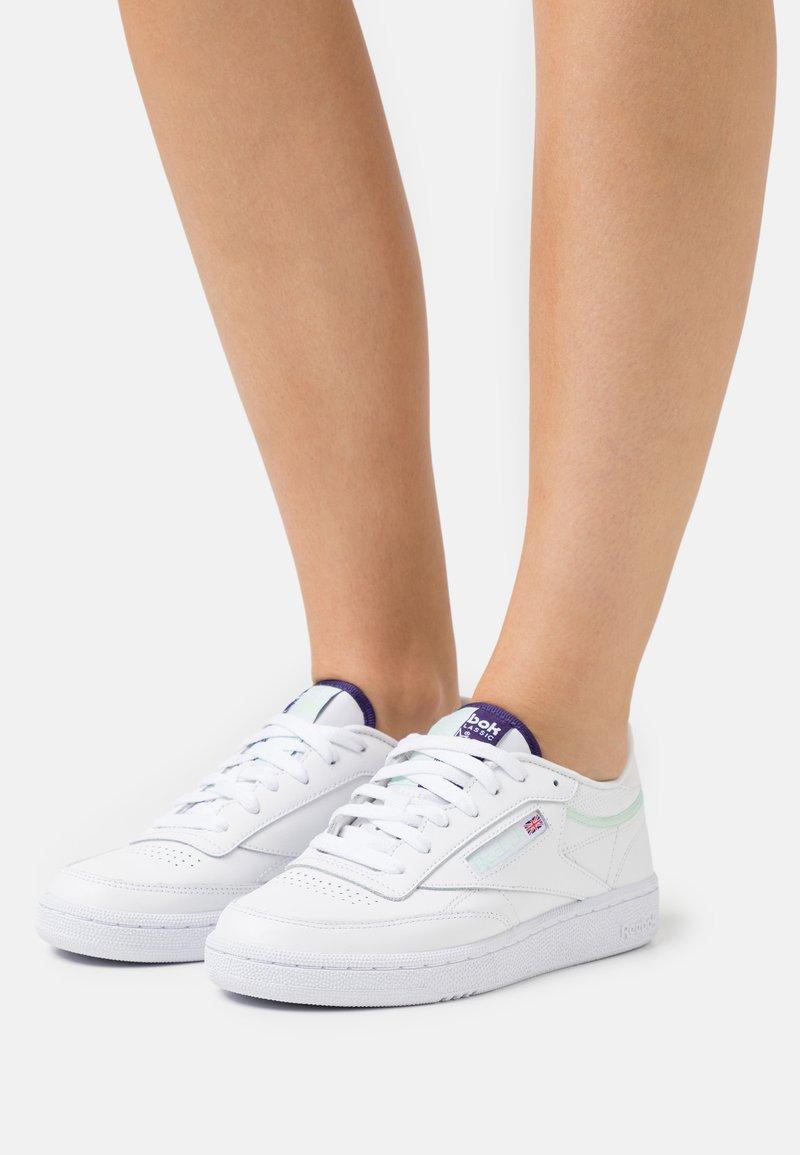 Reebok Classic - CLUB C 85 - Sneakers basse - footwear white/dark orchid/aqua dust