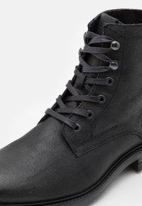 Jack & Jones - JFWBALLARD VINTAGE - Lace-up ankle boots - anthracite - 5