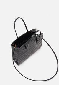 Little Liffner - MINIMAL MINI TOTE - Handbag - black - 3
