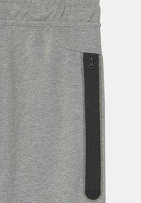 Nike Sportswear - Teplákové kalhoty - dark grey heather - 2