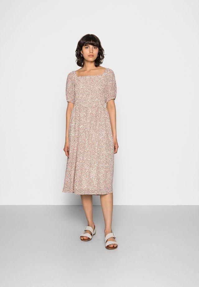 FIANNA  SMOCK DRESS  - Hverdagskjoler - ecru