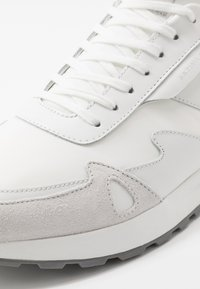 Michael Kors - MILES - Trainers - optic white - 5