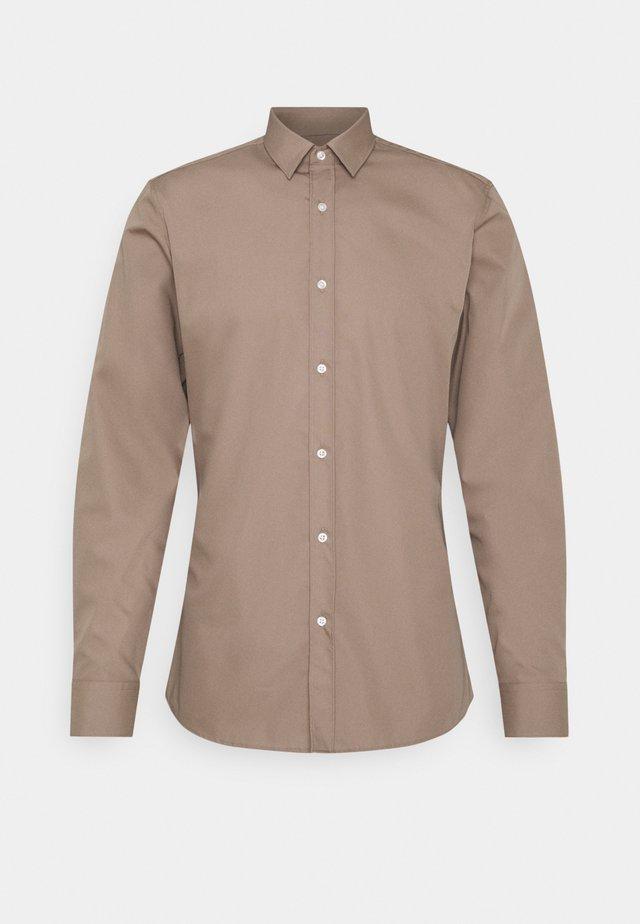 ELISHA - Zakelijk overhemd - light-pastel brown