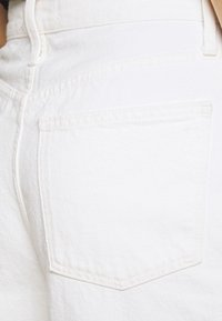 Madewell - MOM IN GRINDED RAW ADD RIPS - Relaxed fit jeans - tile white - 4