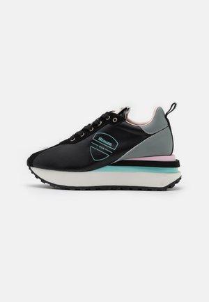 Sneakersy niskie - black/pink