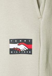 Tommy Hilfiger - ONE PLANET UNISEX - Tracksuit bottoms - sand - 4